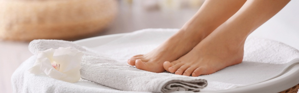 REFLEXOLOGY. Feet Hero Image